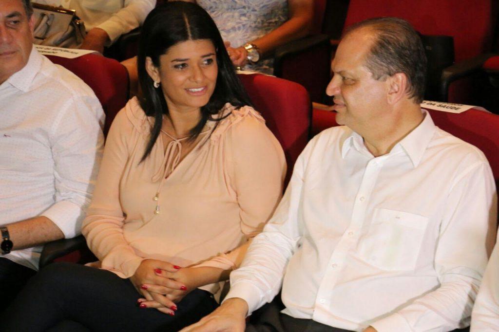 A governadora Rose Modesta e o ministro da saúde Ricardo Barros durante reunião com prefeitos